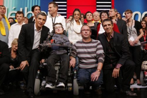 1-television-presenter-nagui-and-french-singer-julien-clerc-celebrate-raising-95-200-125-euros-set-during-the-22nd-telethon-in-paris_463.jpg